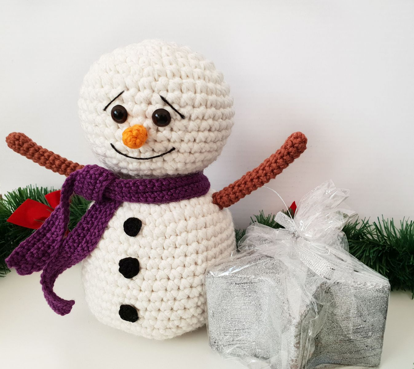Crochet Snowman - Repeat Crafter Me | 1200x1347