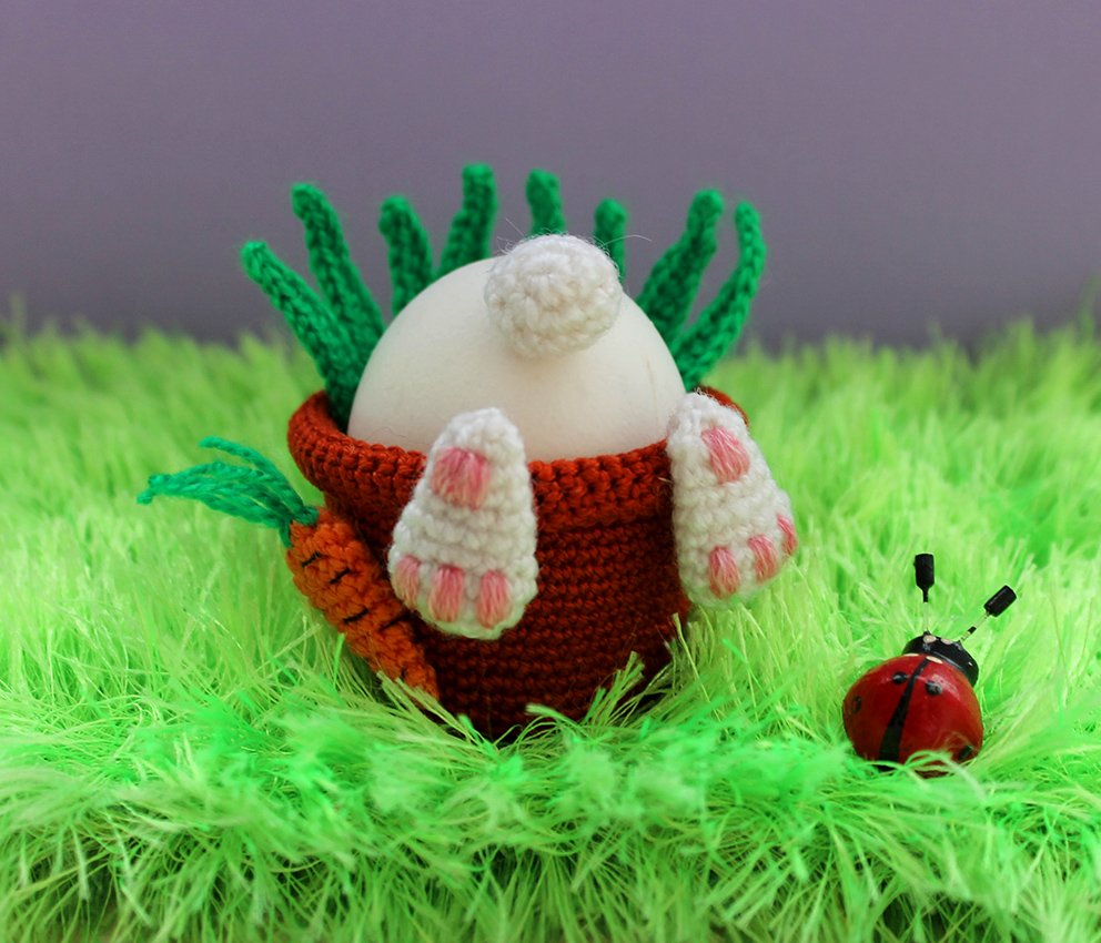 Flower pot with rabbit. Easter idea