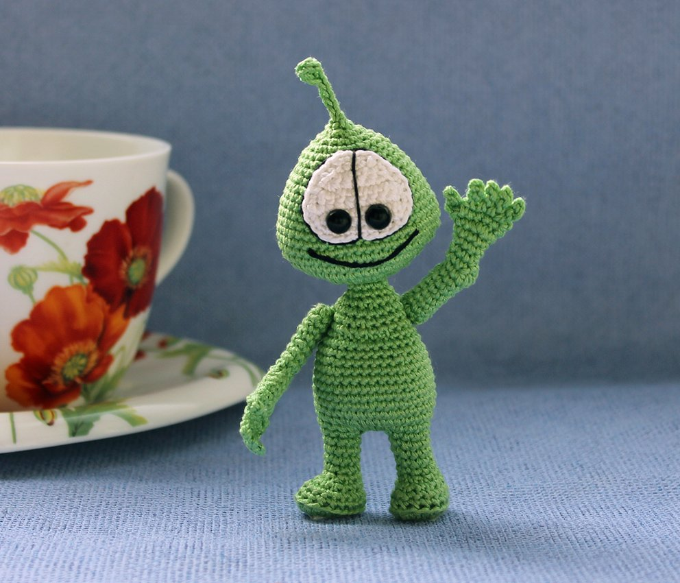 Little alien amigurumi pattern | Amigurumi pattern, Crochet dolls ... | 850x992