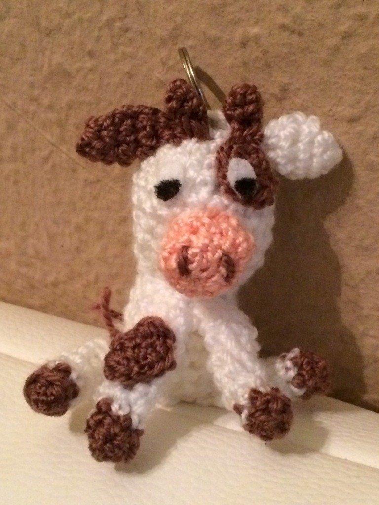 Kostenlose Häkelanleitung - Kleine Kuh -Schlüsselanhänger Taschenbaumler