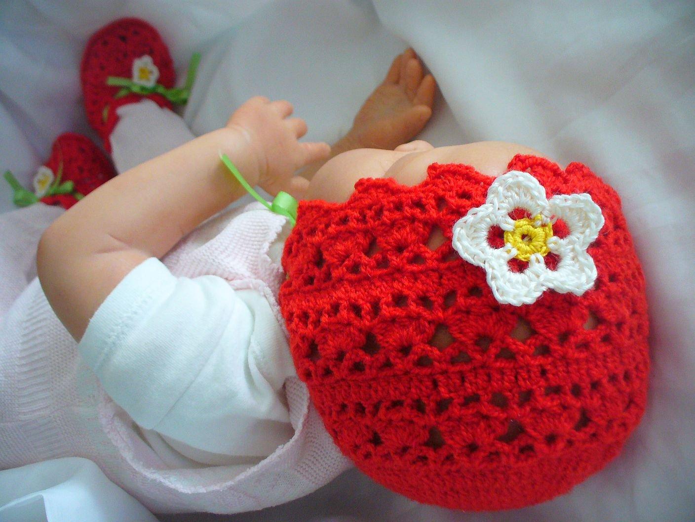 Kostenlose Häkelanleitung für Erdbeer Babymütze