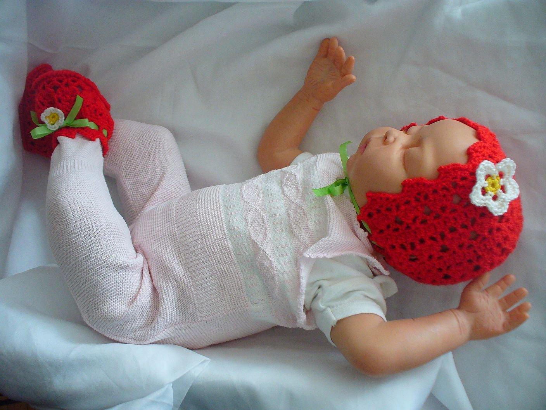 Kostenlose Häkelanleitung für Erdbeer Babyschuhe