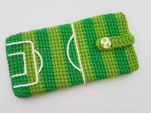 Free crochet pattern phone case.