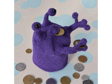 "Moneybox ""Alien"" Free Crochet Pattern"