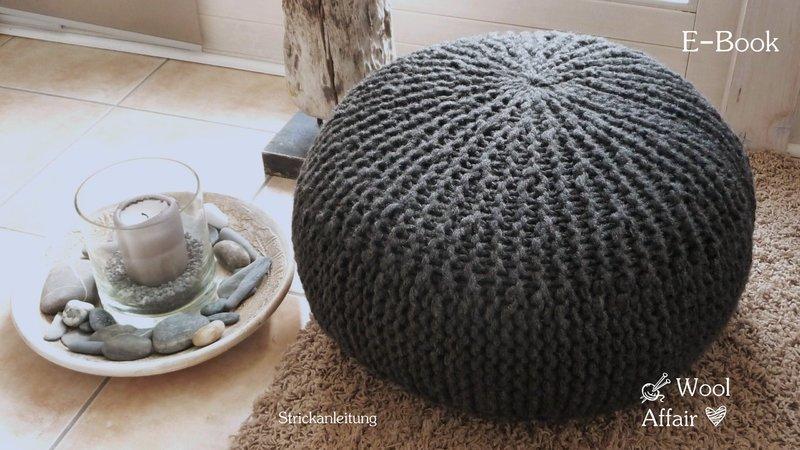 strickanleitung sitzkissen pouf puff gro es kissen grobstrick. Black Bedroom Furniture Sets. Home Design Ideas