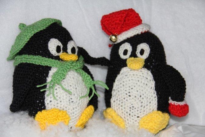pinguin h keln mit schal m tzen dabei. Black Bedroom Furniture Sets. Home Design Ideas