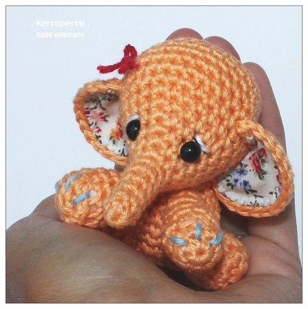 elefant h keln baby elefant handtellergro. Black Bedroom Furniture Sets. Home Design Ideas