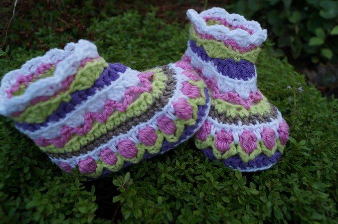 Blumenkind Anleitung zum häkeln für Baby- Mütze und Schuhe