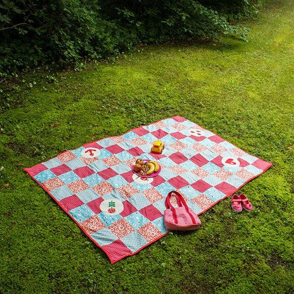 Decke Selber Nähen : patchwork decke aus quadraten selber n hen ~ Lizthompson.info Haus und Dekorationen
