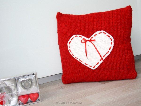 stricken h keln kissenbezug mit herz. Black Bedroom Furniture Sets. Home Design Ideas