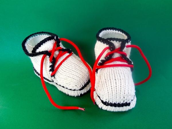 Babyschuhe Turnschuhe Strickanleitung für ca. 6 Monate