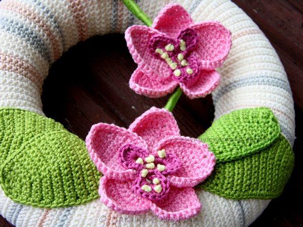 Türkranz häkeln - Orchideen-Deko häkeln