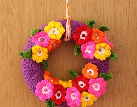 Door wreath Flowers Power - crochet pattern