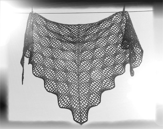 "Häkelanleitung ""Magic Flow Shawl"" Dreieckstuch"