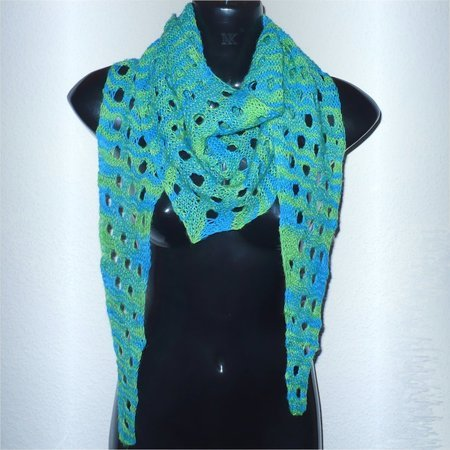 Knitting pattern: Little Jokus, small triangle shawl