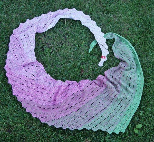 Drachenschwanz stricken dreieckstuch diy for Moderne schals stricken