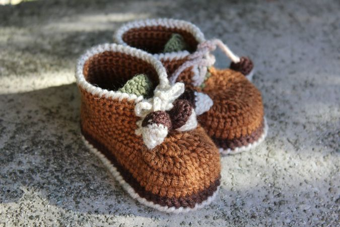 Acorn Baby Booties Crochet Pattern