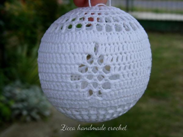 Crochet christmas balls ornament pattern