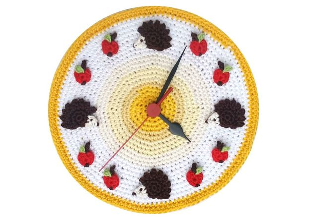Crochet Pattern Clock with Hedgehogs