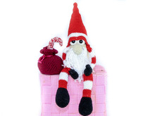 Sitting Christmas elf - crochet pattern
