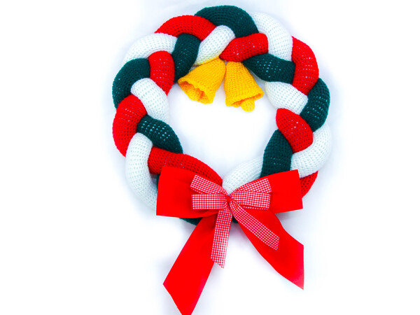 Christmas door wreath, something different - crochet pattern
