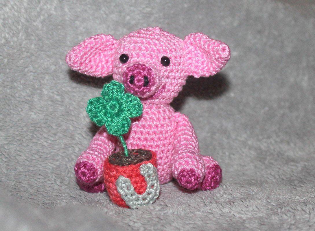 Lucky charm pig with shamrock and horseshoe crochet pattern - Photos ...