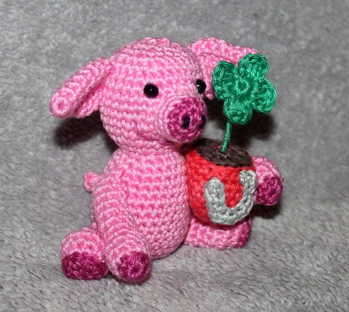 Lucky charm pig with shamrock and horseshoe crochet pattern
