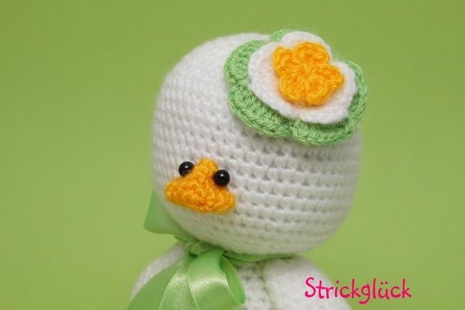 Crochet pattern easter duck amigurumi flower