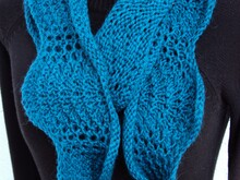 Infinity Cowl mit Pfauenmuster