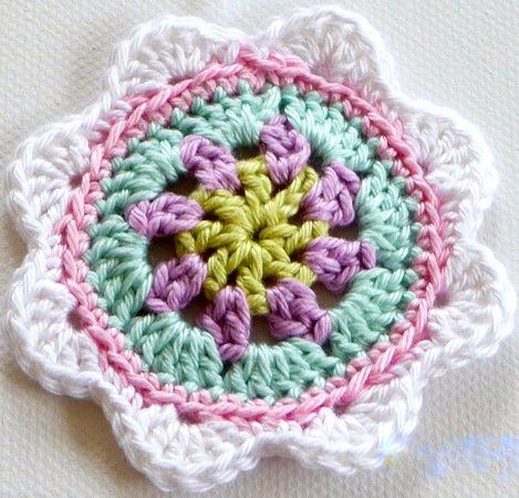Häkelanleitung mit vielen Bildern Granny Blume DIY für Häkeldecke ...