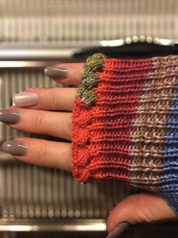 fingerless mitts made on pfaff  passap dm80  pattern for