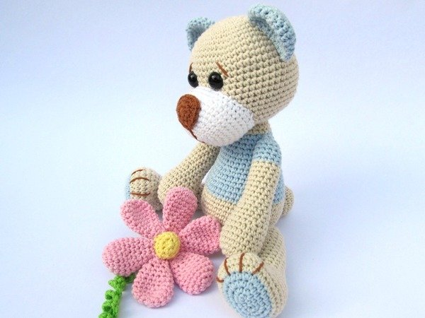 Amigurumi Flower Pattern Free : Teddy with Flower Amigurumi Crochet Pattern