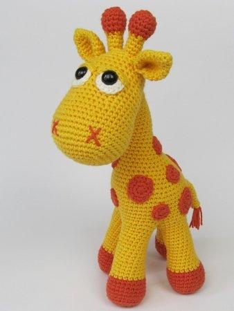 Ginnie the Giraffe Free Amigurumi Pattern | Jess Huff | 450x338