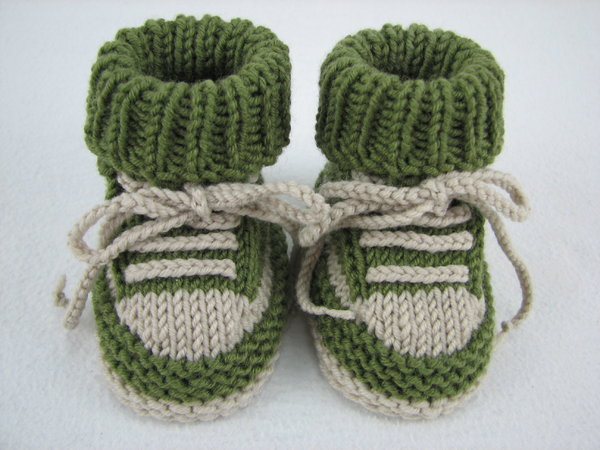 Knitting Circle Loom Patterns : Baby shoes /// baby boots -- knitting pattern