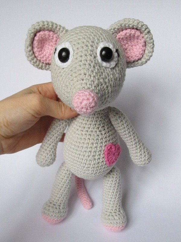 Mouse Tili in Love Amigurumi Crochet Pattern
