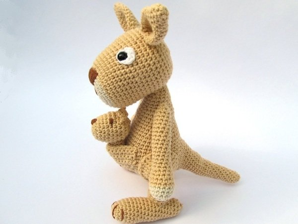 Free Crochet Pattern For Kangaroo : Mama Kangaroo Amigurumi Crochet Pattern