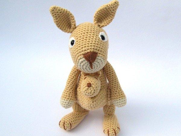 Mama Kangaroo Amigurumi Crochet Pattern