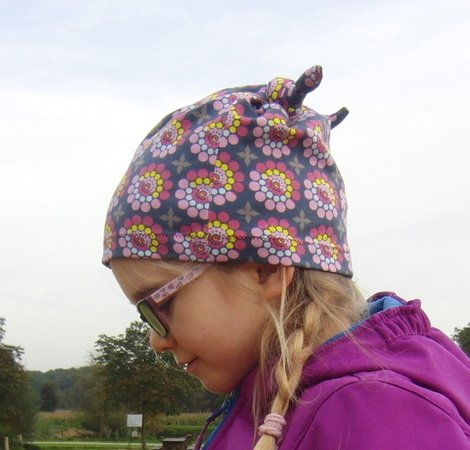 LUKAs knotted hat pattern with darts, unisex