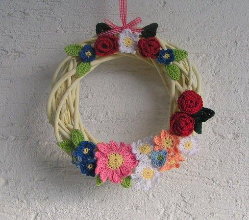 Türkranz basteln--Blumen häkeln m. Wollresten