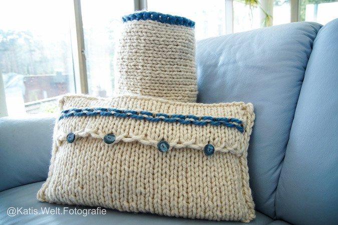 kissenh lle stricken strickanleitung und nackenrolle mit videoanleitung. Black Bedroom Furniture Sets. Home Design Ideas