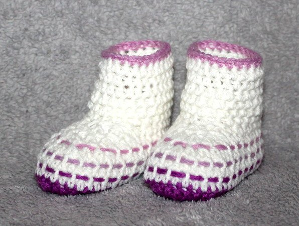 woven baby boots in 4 different sizes 3,5 - 4,7 inches crochet pattern