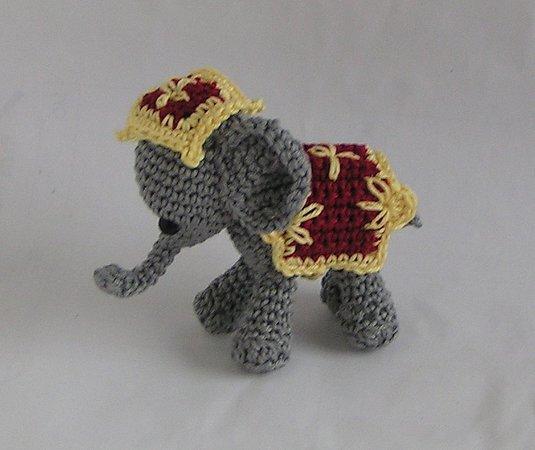 Häkelanleitung Decke und Kopfschmuck Zirkuselefant - kostenlos -