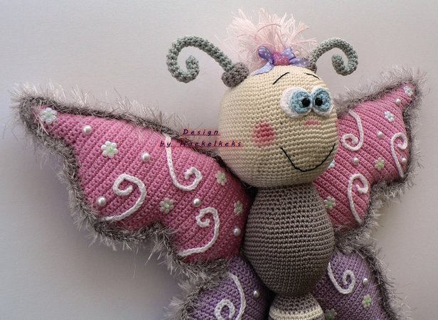 Butterfly door / window deco -- crochet pattern by Haekelkeks -- english version