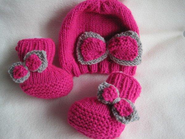 strickanleitung babyschuhe und babym tze im set ohne nadelspiel pink bis 6 monate auch f r. Black Bedroom Furniture Sets. Home Design Ideas