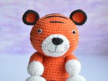 Tiger amigurumi crochet pattern. DIY handmade toy.