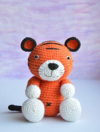 Romeo the Tiger amigurumi pattern - Amigurumi Today | 450x341