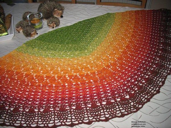 Tuch häkeln / mit Herbstfarben und Blattmotiv