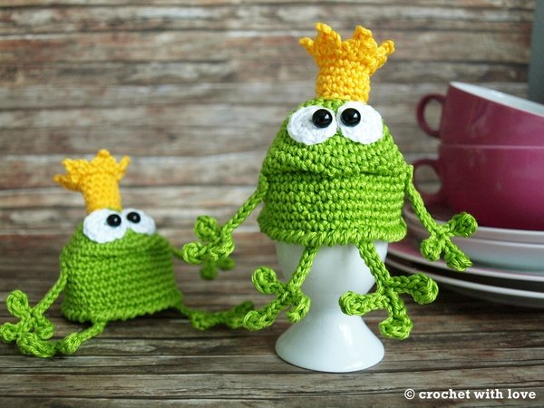 crochet pattern - frog egg cozy
