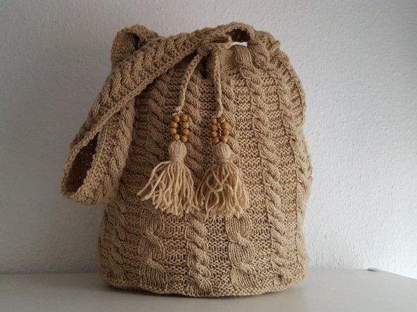 strickanleitung h kelanleitung mochila rucksack beige zopfmuster. Black Bedroom Furniture Sets. Home Design Ideas