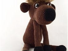 Nice crochet pattern of a cute Buffalo described in Dutch, Deutch (German) and English US